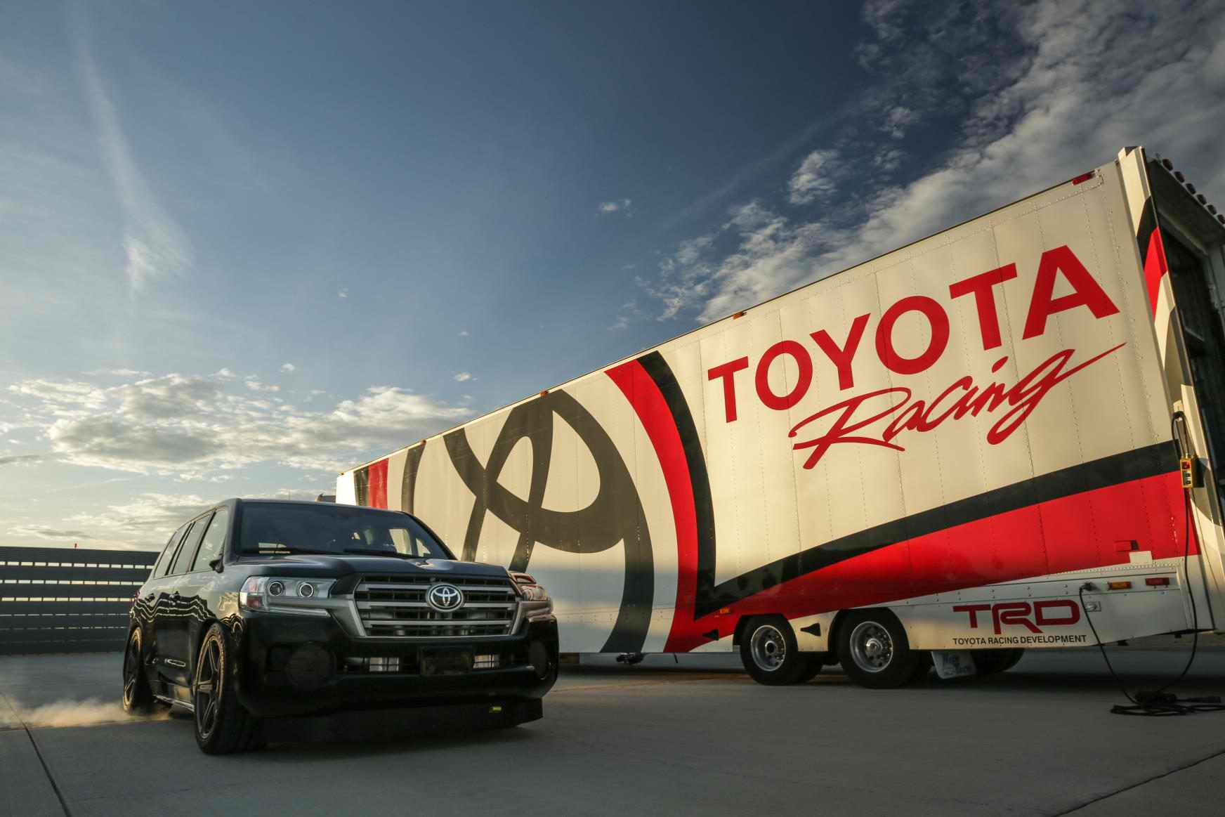 Тойота Land Cruiser разогнался до370 км/ч