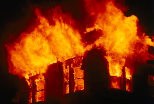 ВТвери из-за пожара вдоме эвакуировали 20 человек