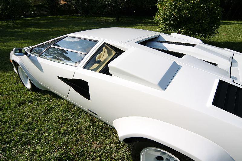Lamborghini Countach сзолотым салоном оценили в575 000евро