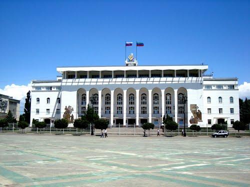 Краевая Дума потратит почти 15 миллионов рублей напокупку автомобилей class=