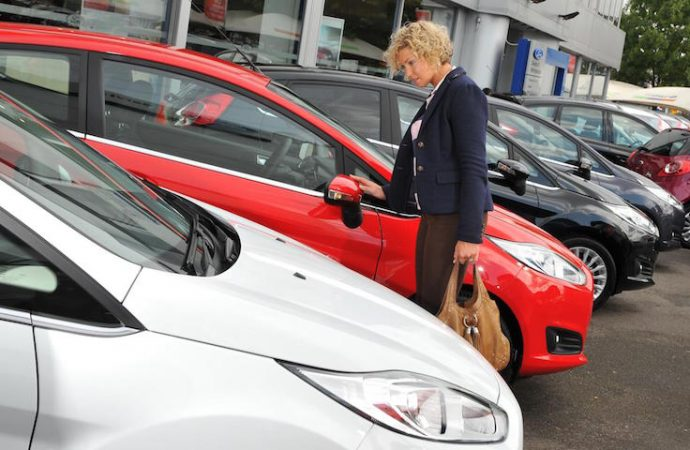 Выпуск легковых авто  вРФ вянваре-апреле вырос на22,3%