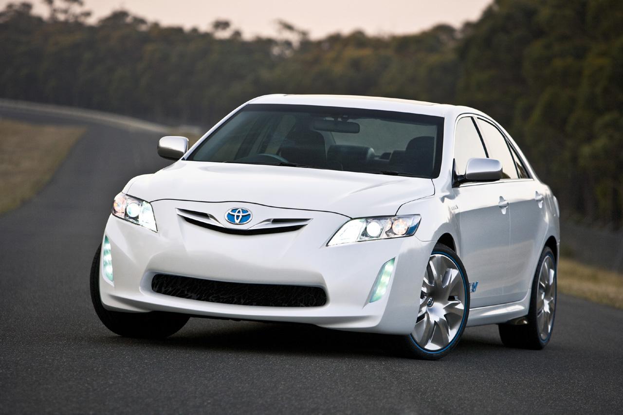 Toyota презентовала новую генерацию Camry для японского рынка