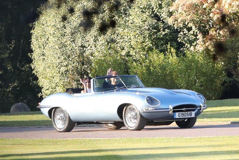 Насвадьбу принцу Гарри иМеган Маркл королева подарила электромобиль Ягуар