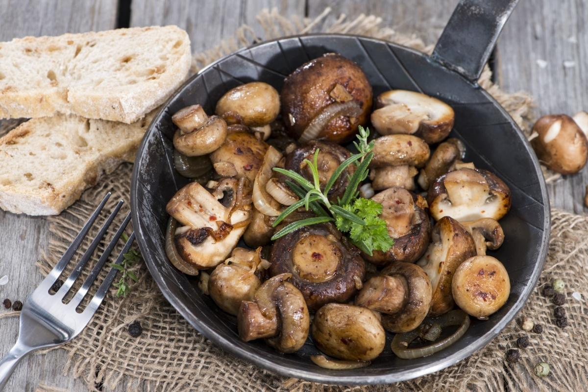 Ученые советуют разогревать грибы вмикроволновке перед готовкой