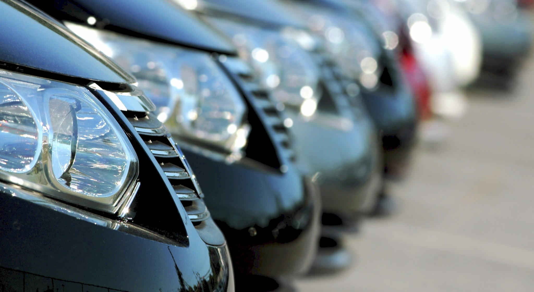Владелец сети ломбардов запустил в столицеРФ аренду машин поподписке