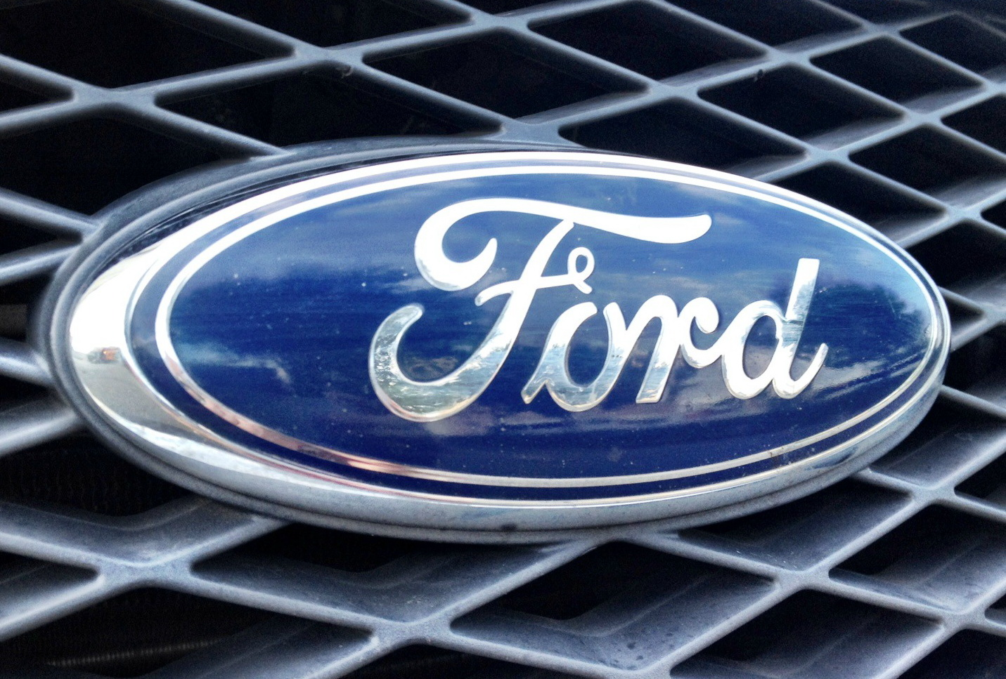 Тысячи американцев совместно подали всуд на Форд