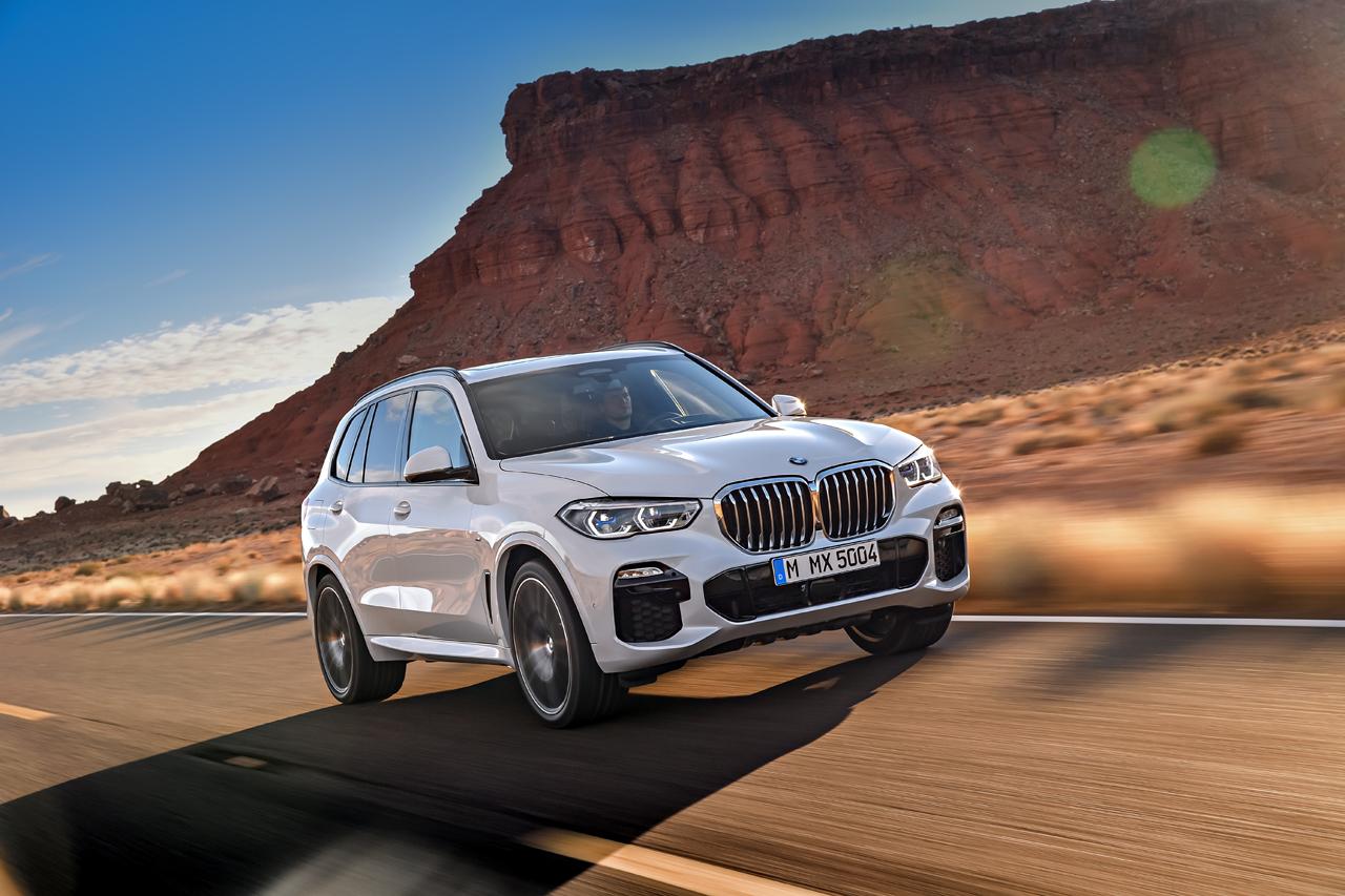 В Сети появились официальные снимки нового BMW X5 без камуфляжа