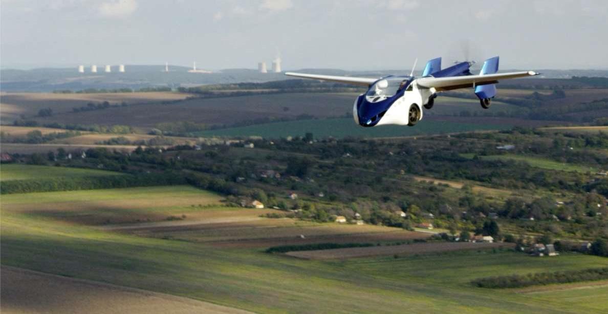 Словацкая компания AeroMobil представила летающий автомобиль встолице франции