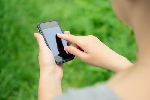Даже выключенный смартфон делает человека глупее— Ученые
