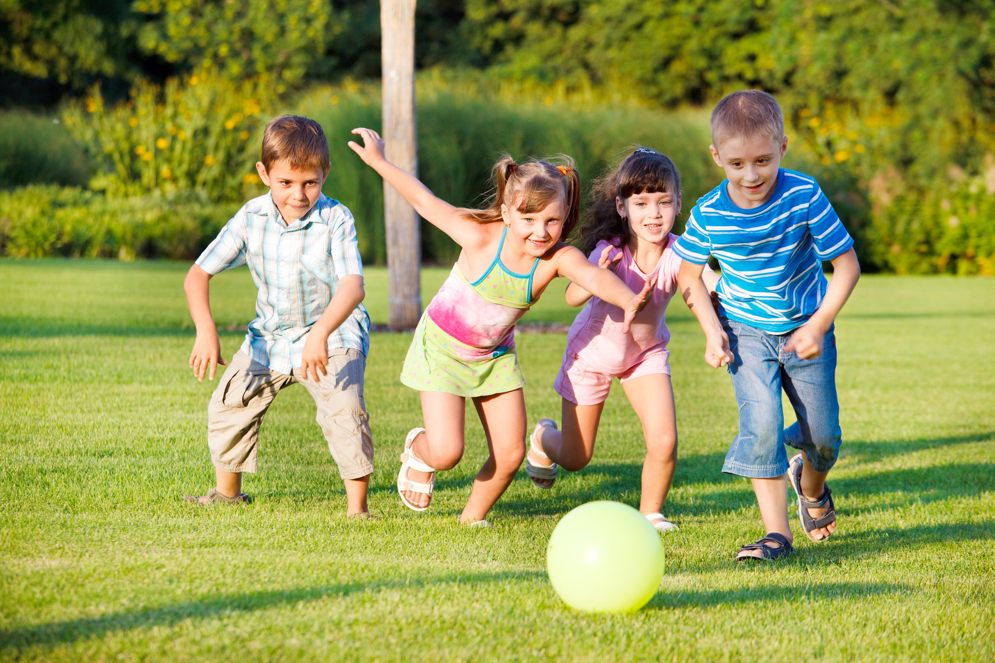 Игры наоткрытом воздухе повышают успеваемость детей