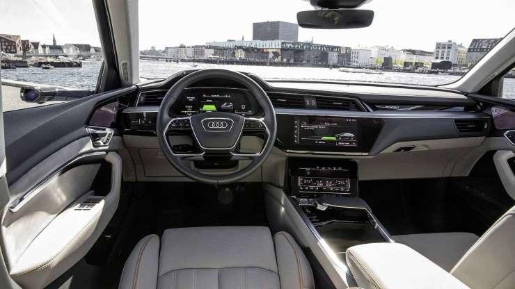 Новая Audi: дисплеи есть даже на дверях - Авто Mail.Ru