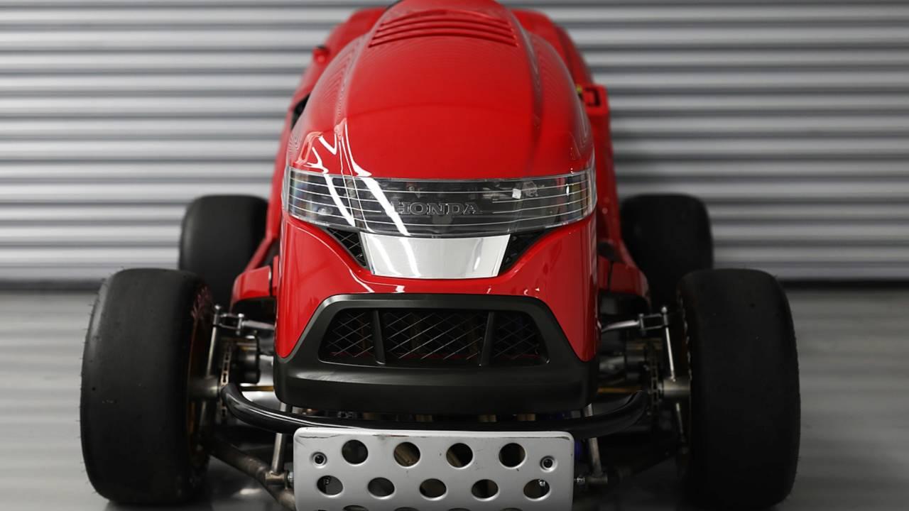 Компания Honda представила сверхбыструю газонокосилку