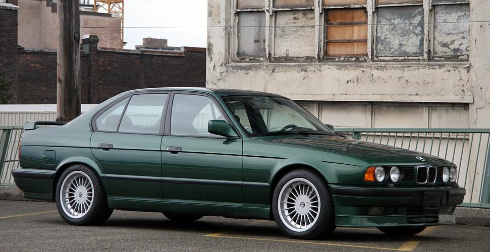 Эксперты назвали топ-7 популярных машин бандитов в 90-х годах