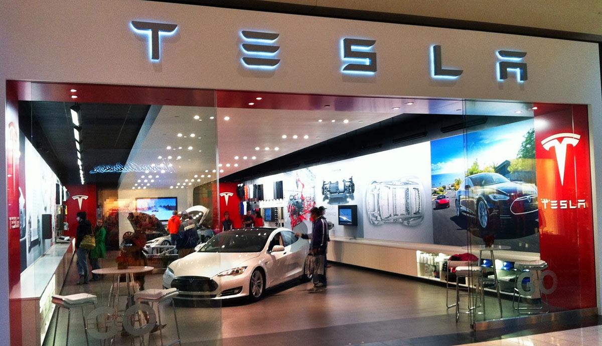 Продажи Tesla вГонконге упали донуля