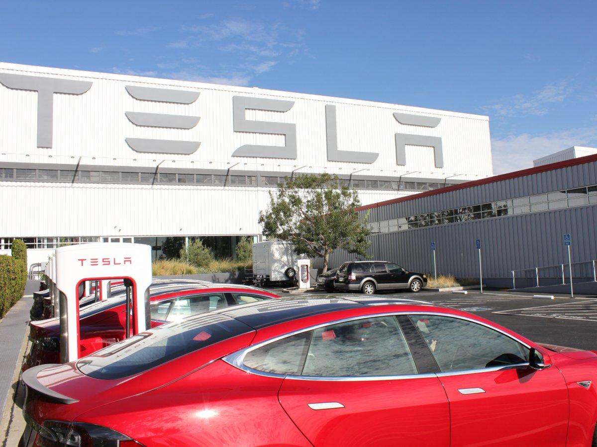 Экс-технолог Tesla обвинил компанию вобмане инвесторов