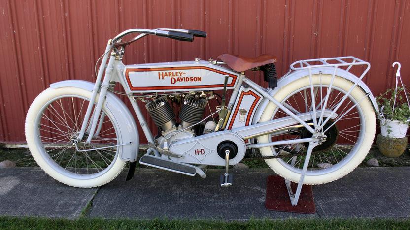 Вмузей автомобильной техники вВерхней Пышме привезли мотоцикл Harley-Davidson