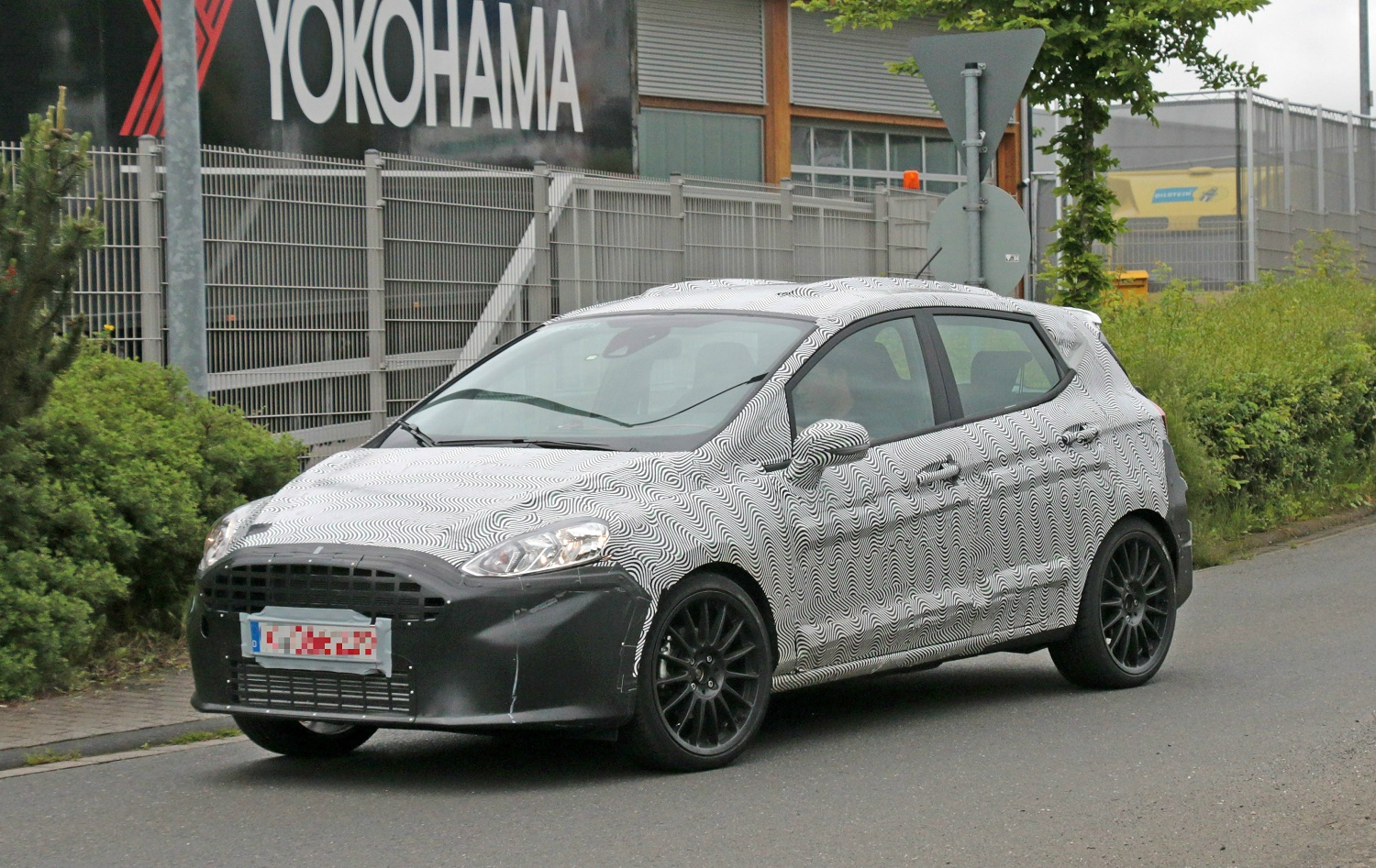 Форд Focus вкузове универсал проходит тестирование
