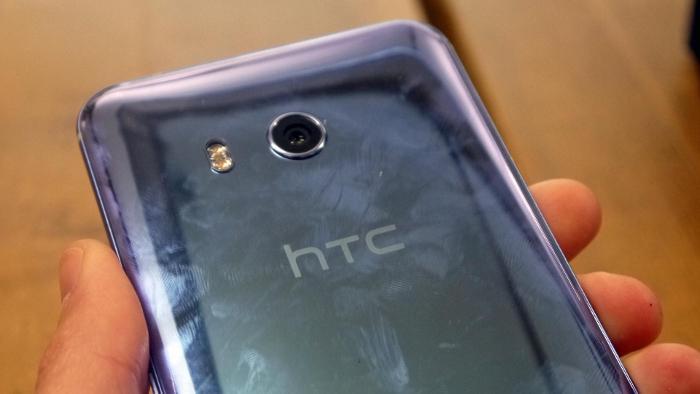 В Сети появились изображения концепта смартфона HTC U12