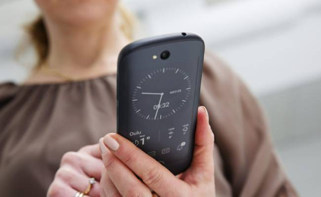 Вweb-сети интернет появились первые фото иновая информация офлагмане YotaPhone 3