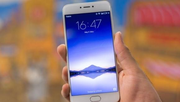 Специалисты назвали лучшие мобильные телефоны июля