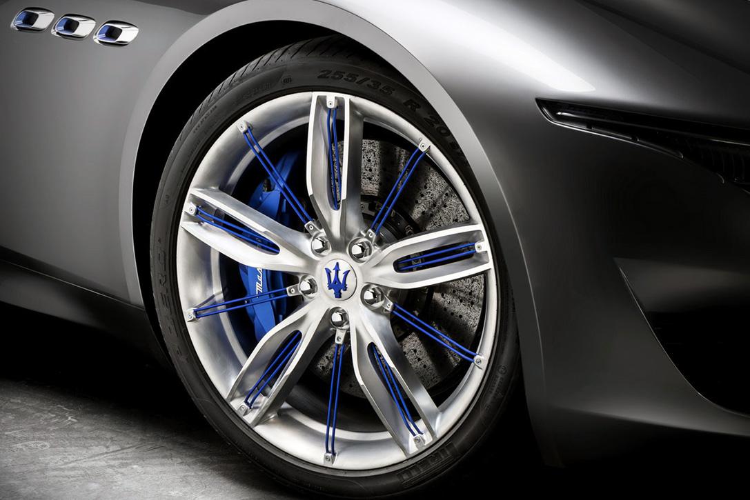 Все новые автомобили Мазерати будут иметь гибридную версию
