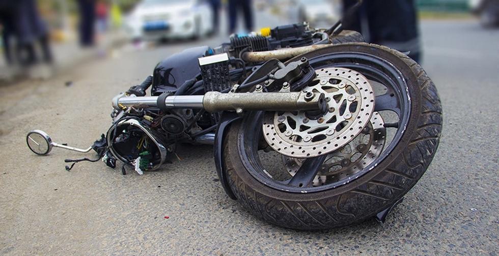 ВПерми автомобиль столкнулся смотоциклом наКомсомольском проспекте