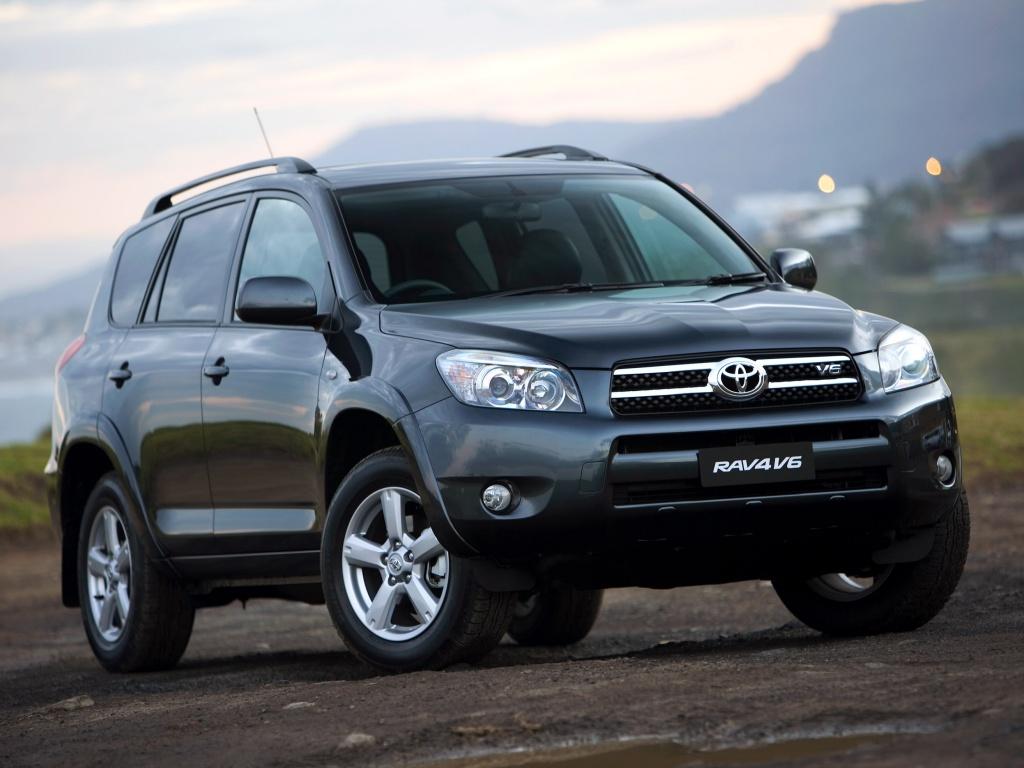 Toyota RAV4 стал одним из трех самых продаваемых SUV