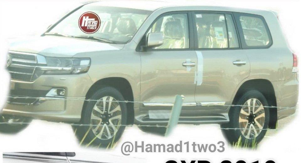 В Сети появились снимки Land Cruiser и Lexus LX