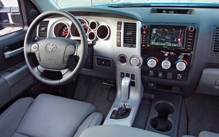 Вавтомобилях Тойота появится устройство для «вытряхивания» вещей из-под сидения