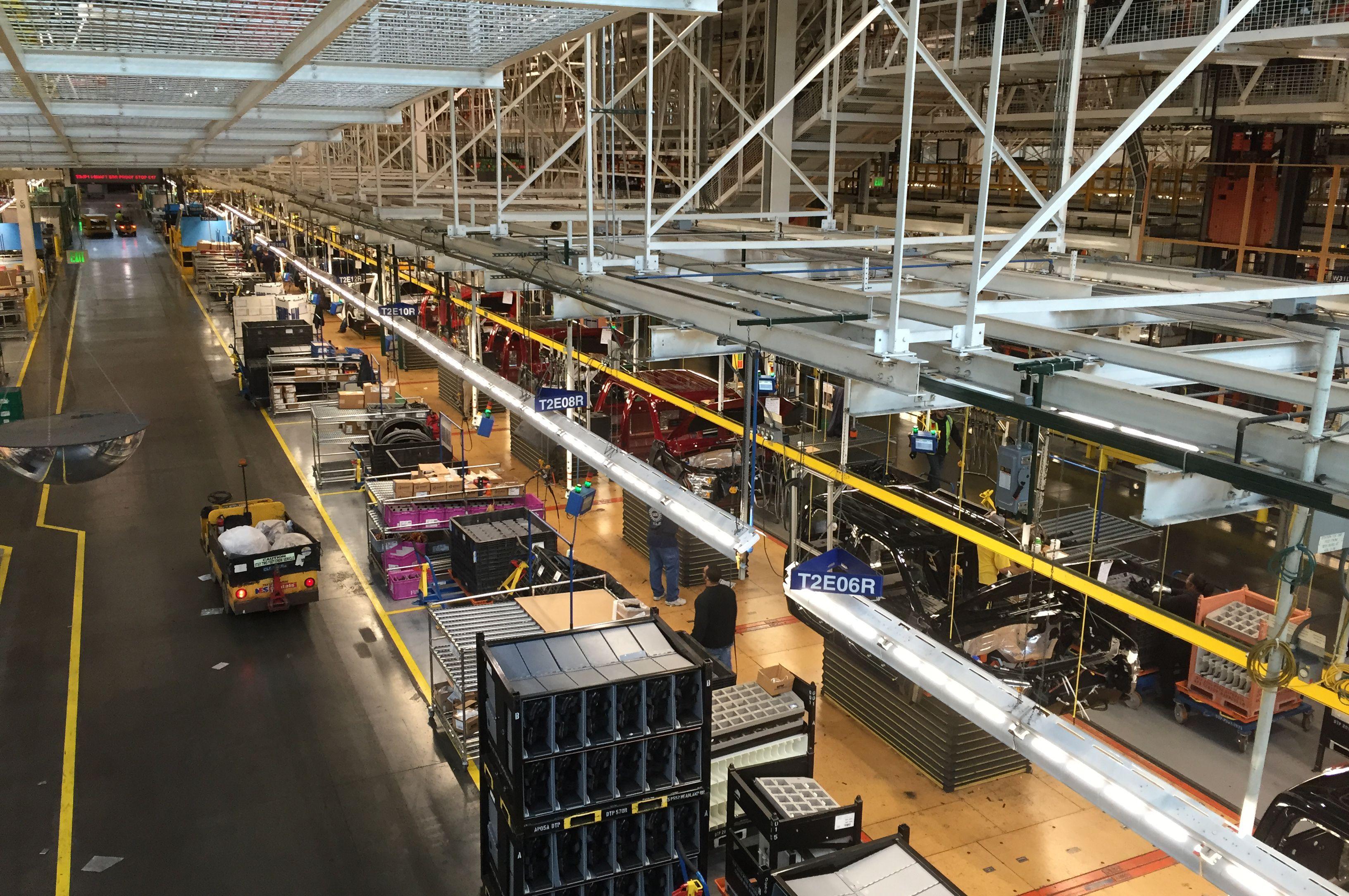 На русском заводе Форд работают самостоятельные роботы «Болек» и«Лёлек»