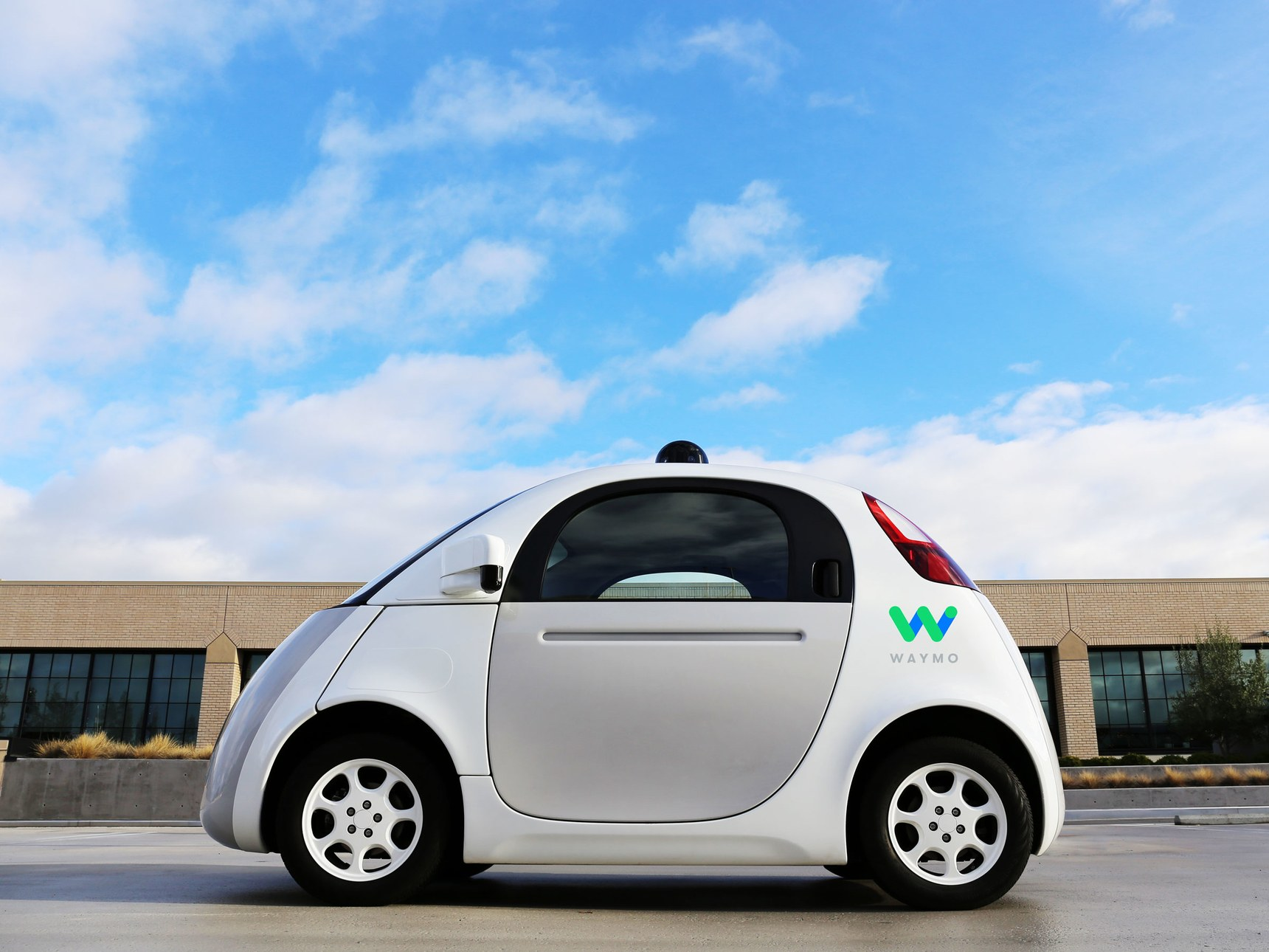Waymo запатентовала автомобиль с клавишами «Go» и«Stop now» вместо педалей
