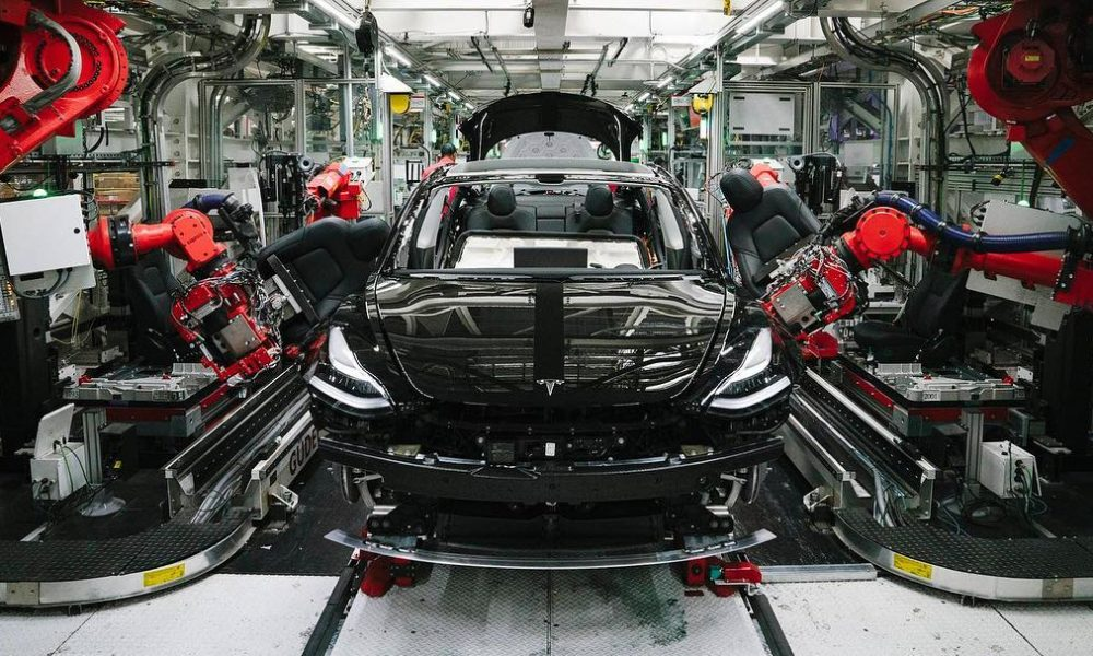 Tesla выпустила 70 000 «бюджетных» электромобилей Model 3