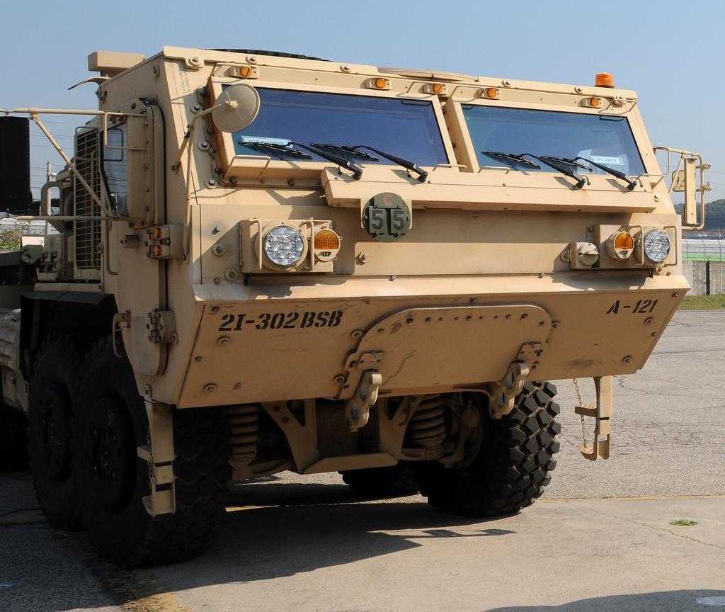 Минобороны США заказало 70 беспилотных военных фургонов