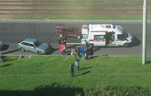 НаСветлановском проспекте под колёса машины попал ребёнок