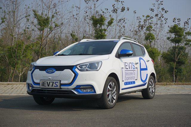 НаМосковском автомобильном салоне покажут «казахстанский» электрокар JAC iEV7S