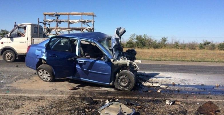 ВВолгоградской области при лобовом столкновении авто погибли оба водителя