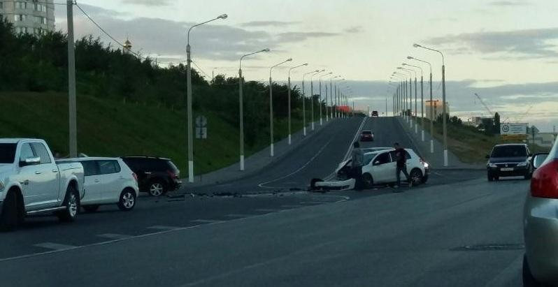 Встолкновении 2-х иномарок вцентре Волгограда пострадал 30-летний шофёр