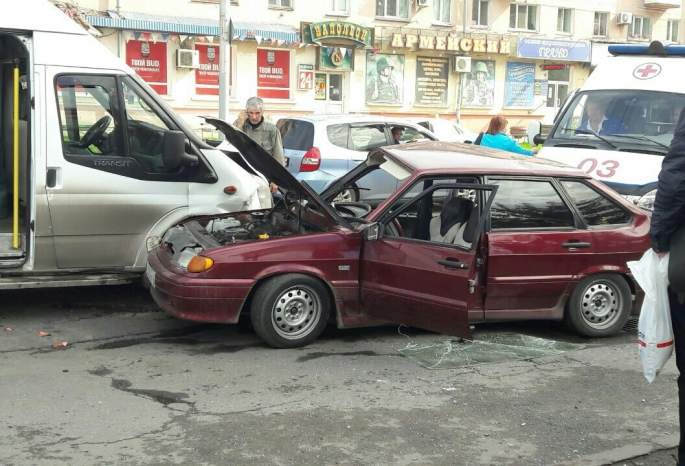 ВОмске вДТП смаршруткой пострадали три человека