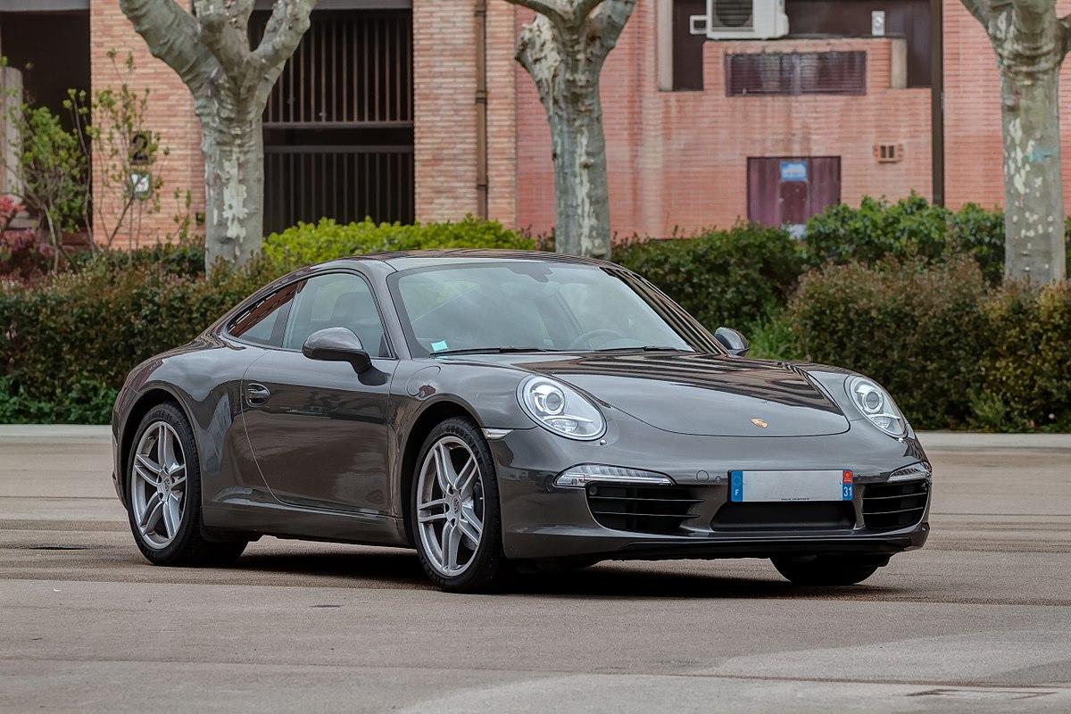 Porsche 911 назван лучшим автомобилем года