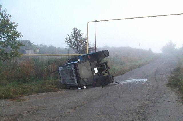 Под Тамбовом перевернулся нетрезвый тракторист: пассажир умер наместе