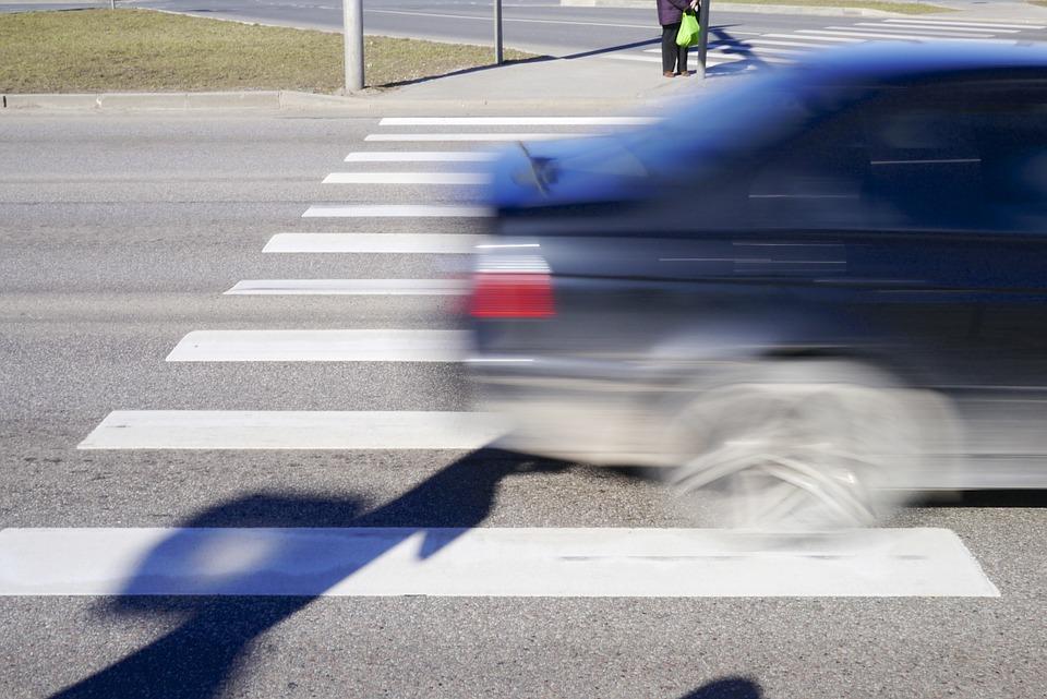 ВБерезниках шофёр сбил беременную девушку прямо на«зебре»