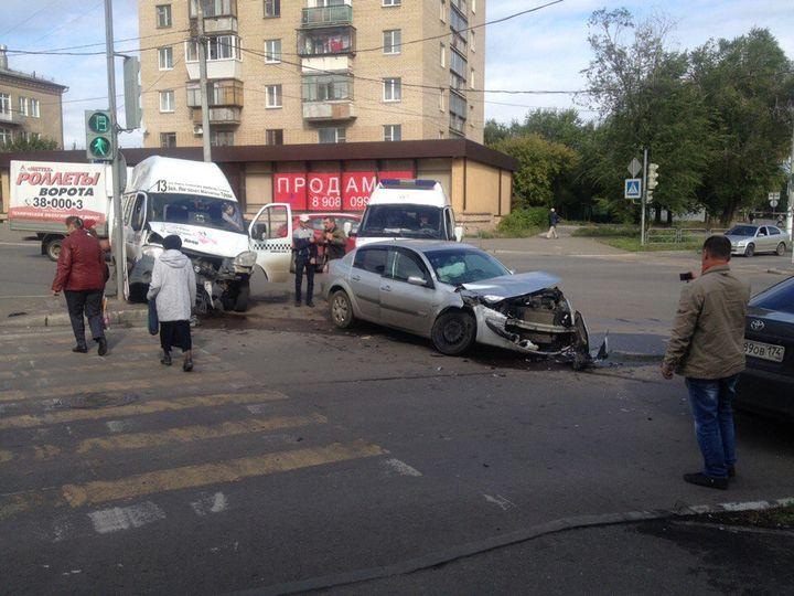 Встрашном ДТП вМагнитогорске сучастием маршрутки ранен 2-летний ребенок