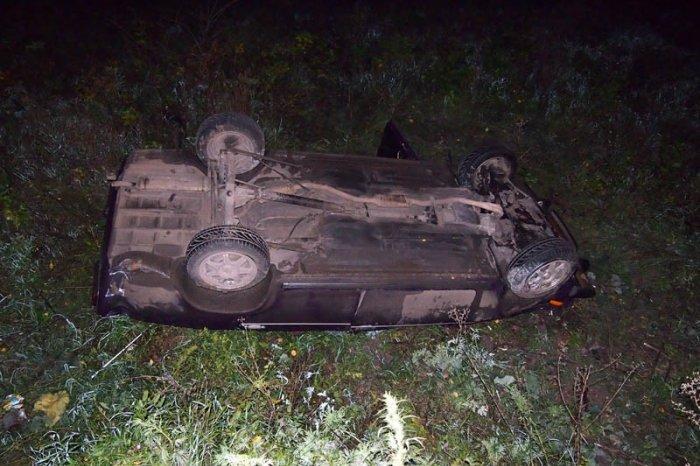 Ночью вСмоленской области иностранная машина «вылетела» вкювет: пострадал человек