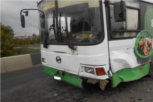 ВРыбинске иностранная машина столкнулась спассажирским автобусом: пострадали 8 человек
