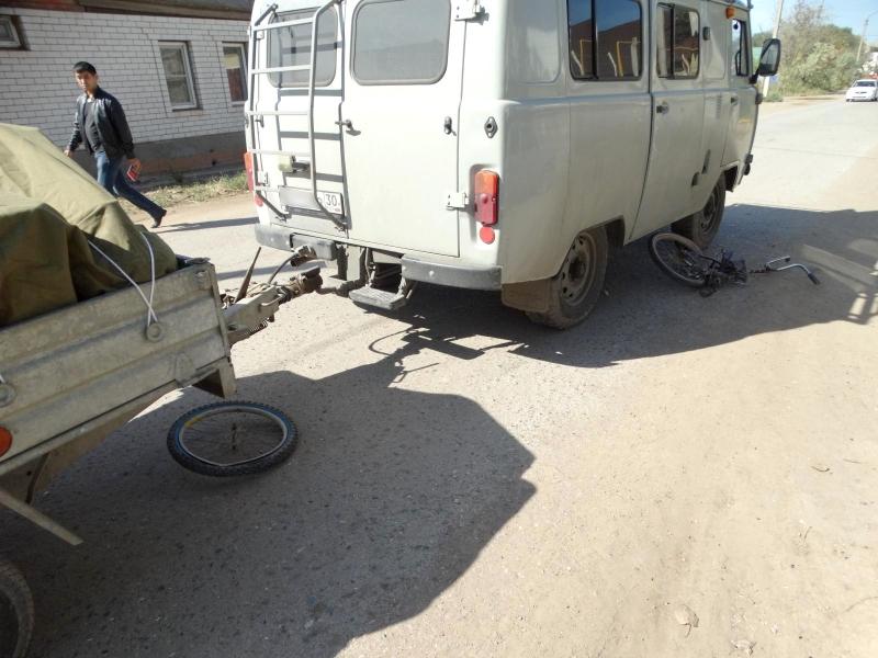 ВАстрахани «УАЗ» сприцепом сбил 10-летнего велосипедиста