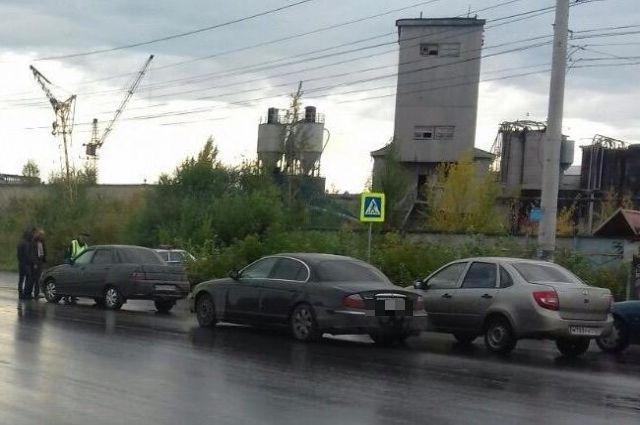 Иностранец надорогой иномарке устроил ДТП спострадавшим вЧелябинске
