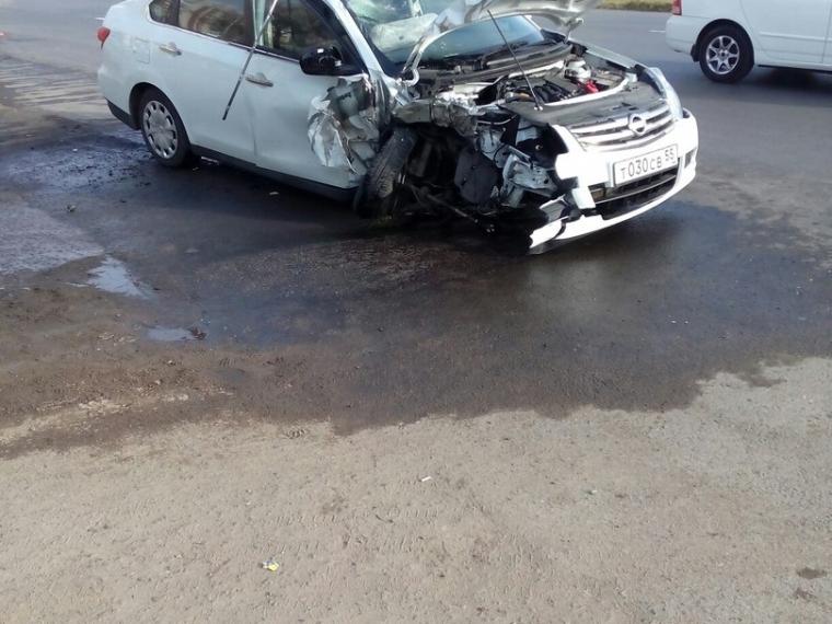 Нетрезвого таксиста, врезавшегося сегодня вОмске встолб, милиция накажет