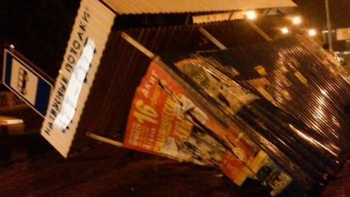 ВТольятти автомобиль «Киа» врезался востановку слюдьми