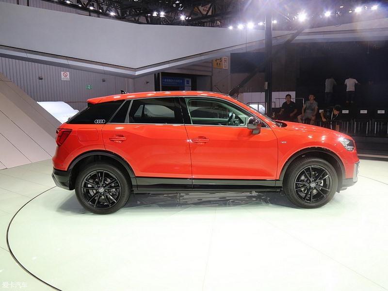 Audi сообщила стоимость удлиненного кроссовера Audi Q2L