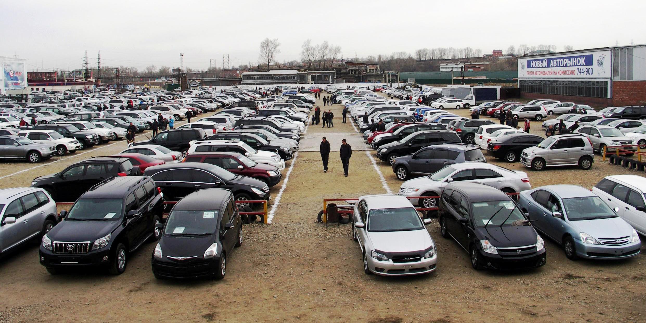 Граждане РФ иКанады стали чаще покупать дорогие автомобили